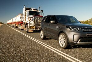 ALL-NEW LAND ROVER DISCOVERY TOWS 110-TONNE ROAD TRAIN ACROSS AUSTRALIAN OUTBACK