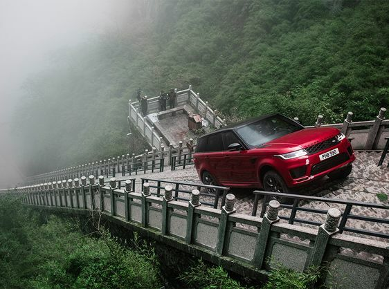 RANGE ROVER SPORT PHEV IS FIRST SUV TO CLIMB TO HEAVEN'S GATE