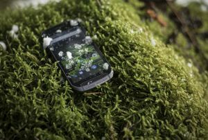 ​​THE PHONE THAT IS AS TOUGH AS A LAND ROVER DISCOVERY​