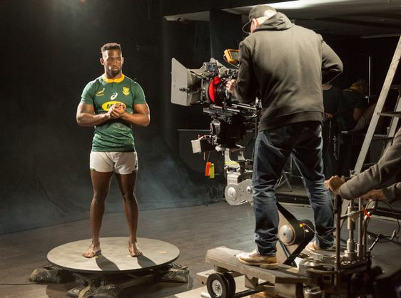 "SPRINGBOK RUGBY PLAYERS ""DRIVEN BEYOND"" BY LAND ROVER"